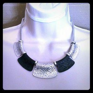Jewelry - Beautiful silvertone black choker-like necklace